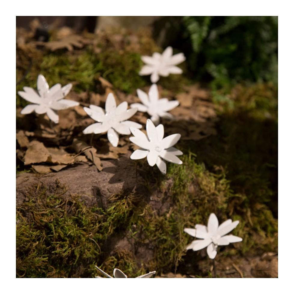 NIGELLE DE DAMAS Fleur en métal recyclé